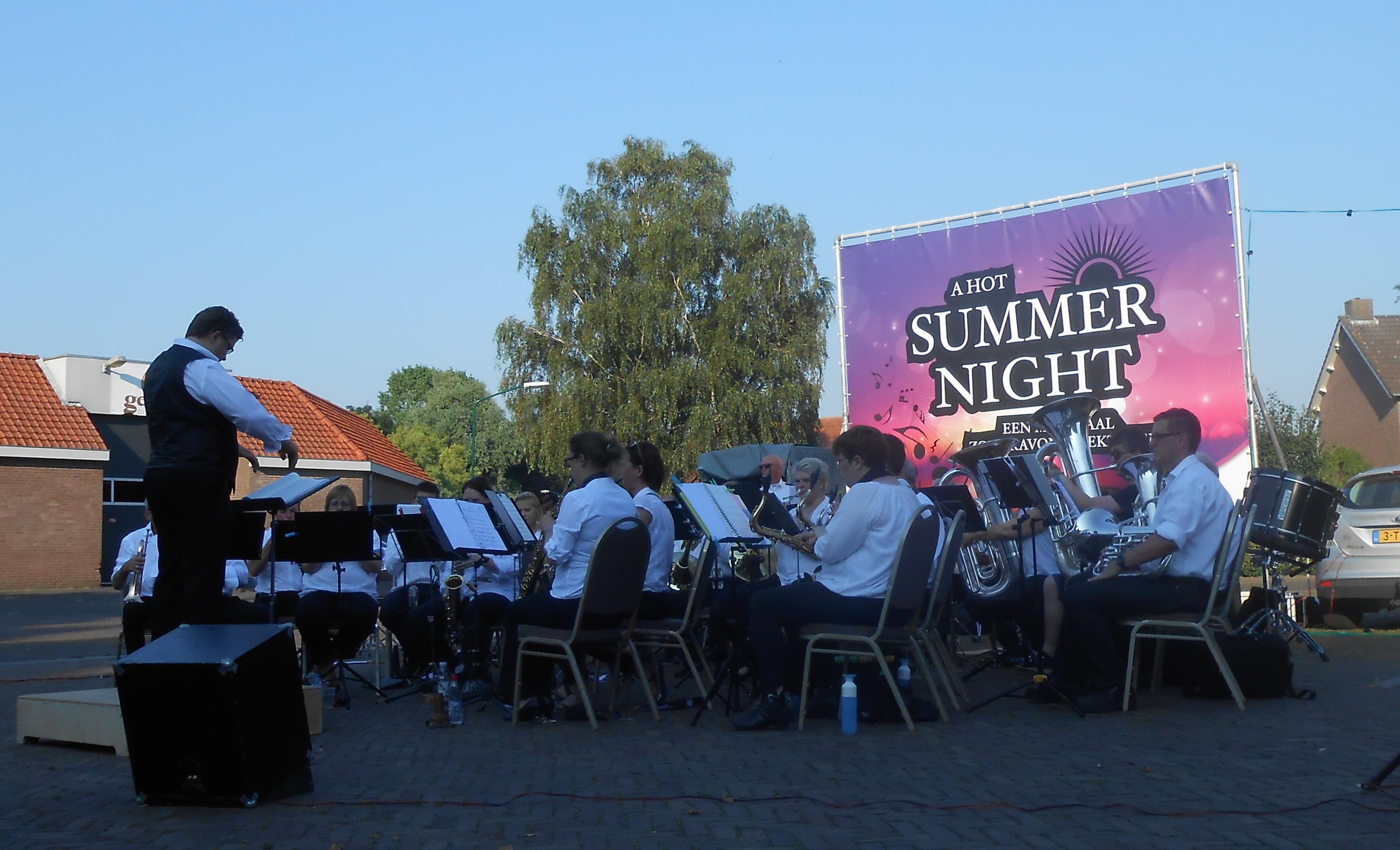 """""""A hot summernight"""" 19 juli"""